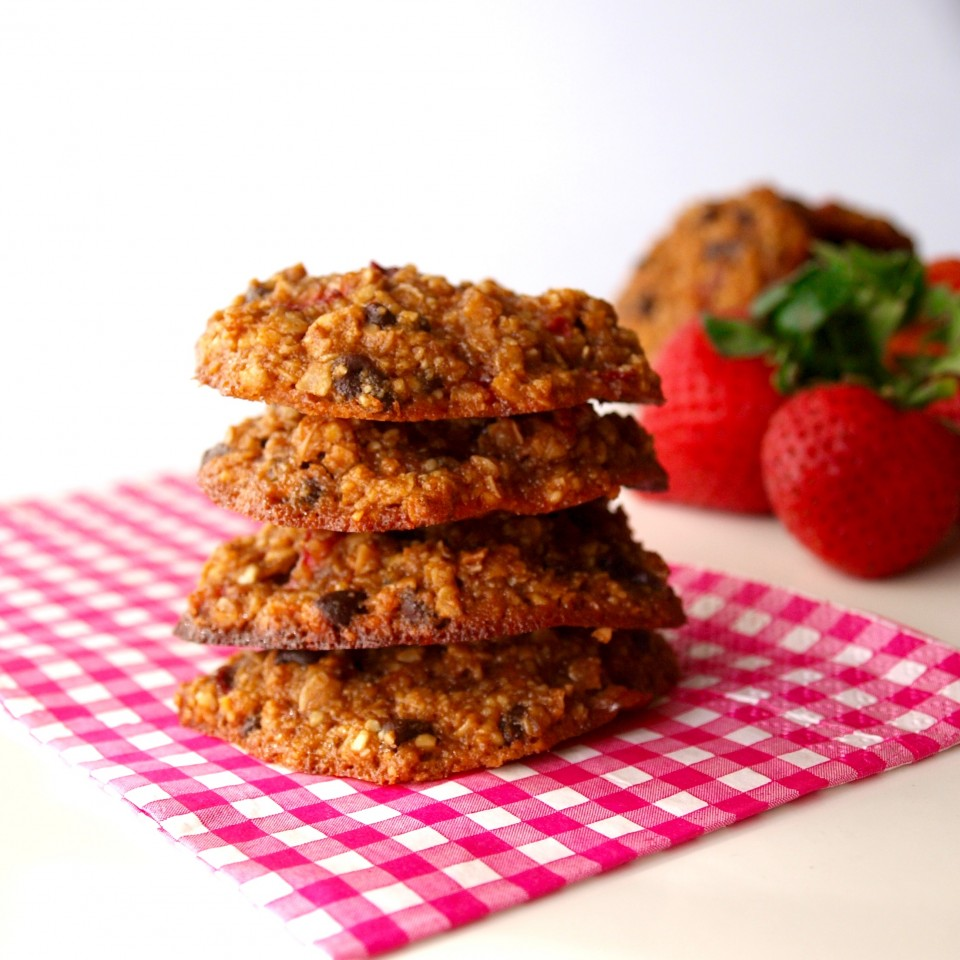 gluten-free strawberry cookies, shockingly healthy, healthy sweeteners